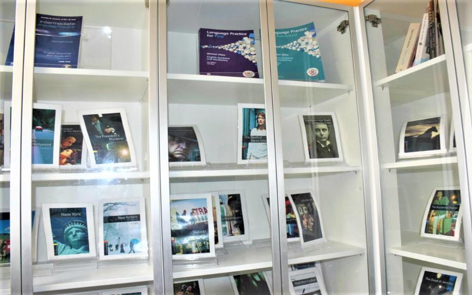 Malta Linguaのミニ図書コーナー