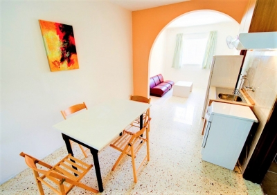 マルタの語学学校ACEの学生用シェアアパートのダイニングルーム