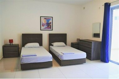 マルタ留学人気校English Language Academyの学校アパートメント内ベッドルーム