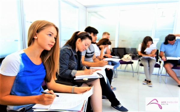 ACE English Malta校の成人生徒クラス