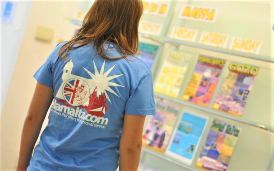 マルタの人気語学学校English Language AcademyのオリジナルTシャツ