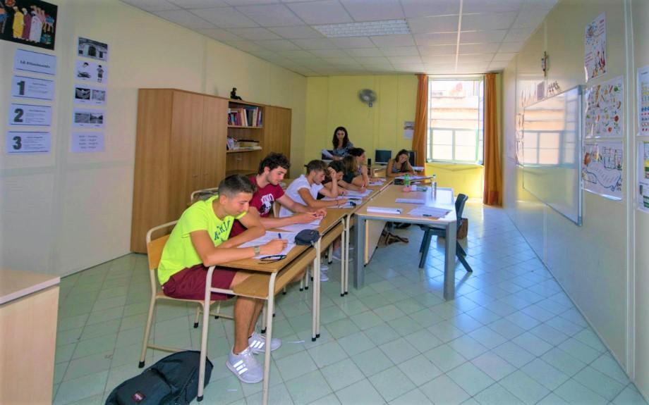マルタの人気語学学校English Language Academyのティーングループレッスンの様子