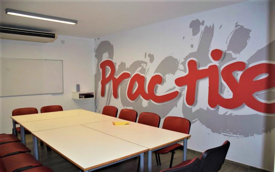 IELSマルタ校のグループレッスン用の教室
