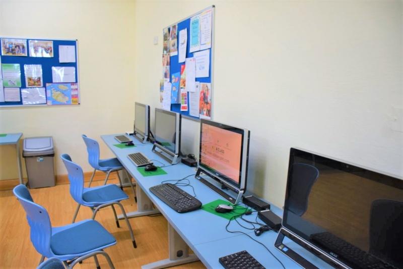 マルタ留学人気校AClass Academy of EnglishのPCルーム