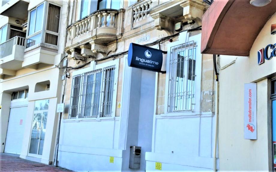 マルタの人気語学学校linguatimeの入り口