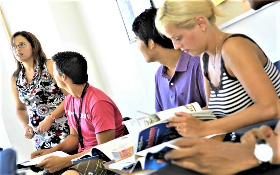 マルタの人気語学学校linguatimeのグループレッスン風景2