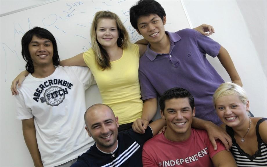 マルタの人気語学学校linguatimeの生徒達