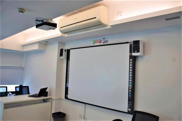 ACE English Malta校内のインタラクティブホワイトボード