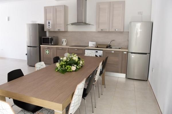 GV Malta校Hortensiaアパートメントのダイニングキッチン