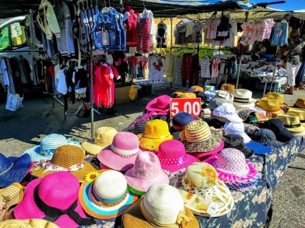 Marsaxlokk Marketの帽子屋さん