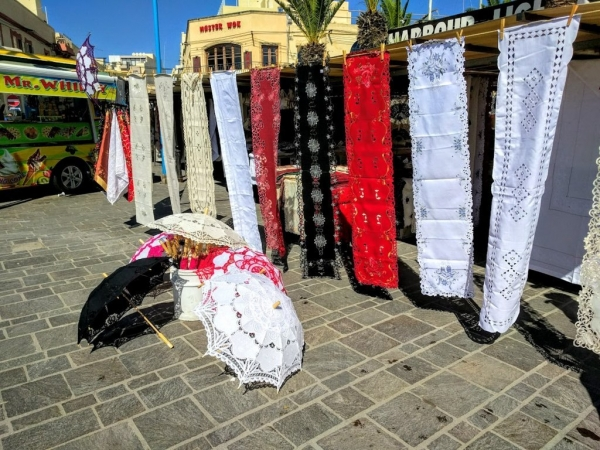 Marsaxlokk Marketマルタレースを使用した日傘屋さん