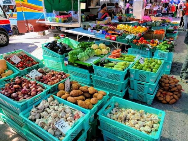 Marsaxlokk Marketの八百屋さんの様子