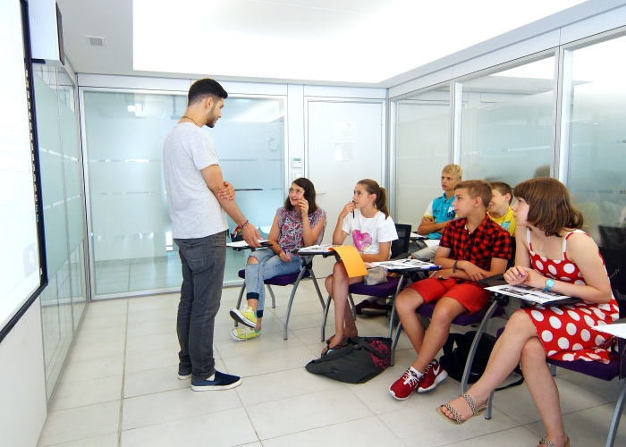 マルタの人気語学学校ACE English Maltaのキッズプログラム(10~12歳)の様子