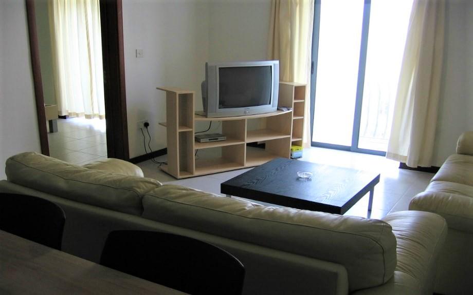 マルタの人気語学学校AM Language Studioのレギュラーシェアアパートメントリビング