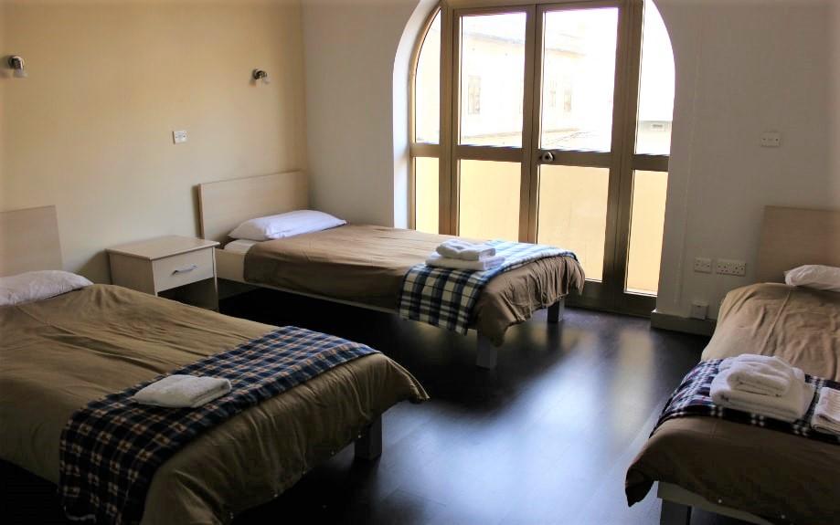 マルタの人気語学学校AM Language Studioのレギュラーシェアアパートメント3人部屋