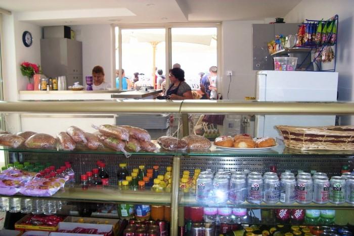 マルタの人気語学学校AM Language Studioの屋上カフェ