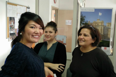 マルタの人気語学学校Malta University Language Schoolの生徒と教師