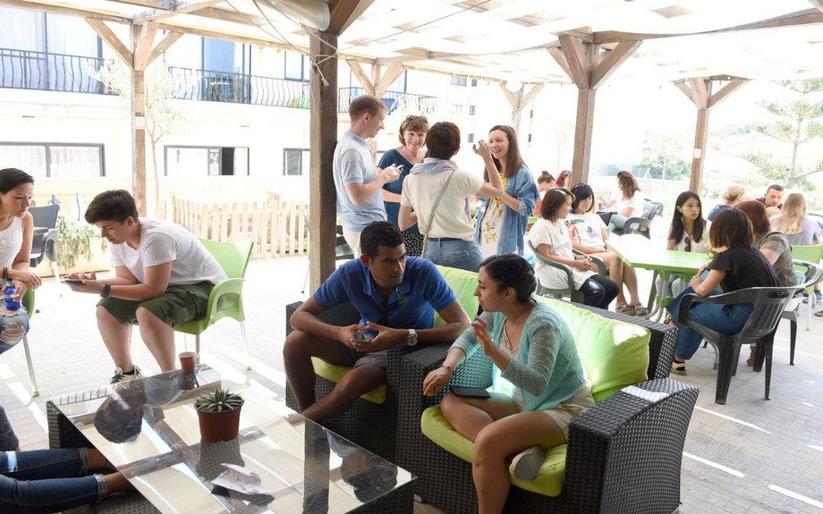 マルタ留学人気校GV Maltaの屋上テラス