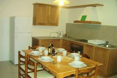 マルタ留学人気中規模校linguatimeのシェアアパートメント内キッチン