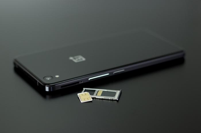 スマートフォンとシムカード