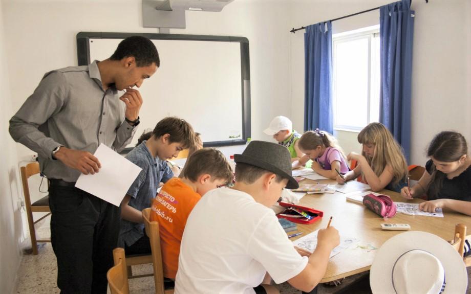 マルタ北東部の人気語学学校Alpha School of EnglishのJunior English20コースのクラス風景