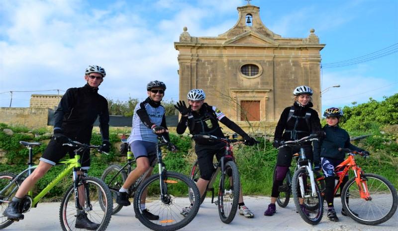 マルタの人気語学学校Alpha School of Englishの自転車周遊アクティビティ
