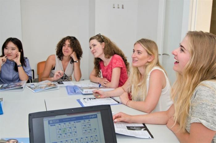 マルタの首都Vallettaに立地する人気語学学校easy School of Languagesのレッスン風景