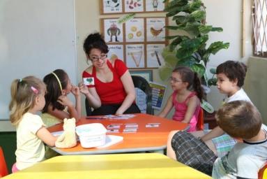 マルタ親子留学でレッスン中の子供達