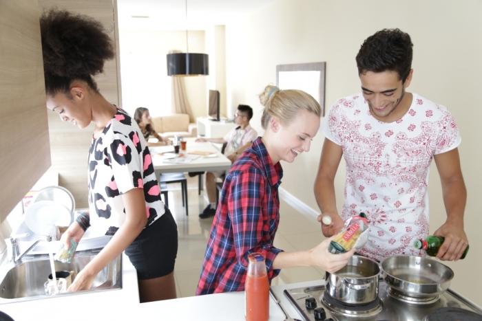 マルタ留学の学生寮内キッチン