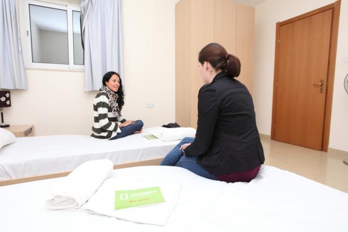 マルタ留学の学生寮内ツインルーム例