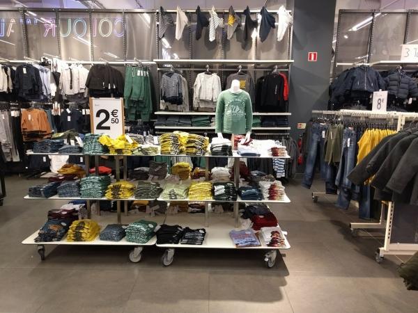 マルタ留学中のショッピングでお薦めのお店KIABIの様子(男の用子供服)