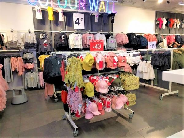 マルタ留学中のショッピングでお薦めのお店KIABIの様子(女の子用子供服)