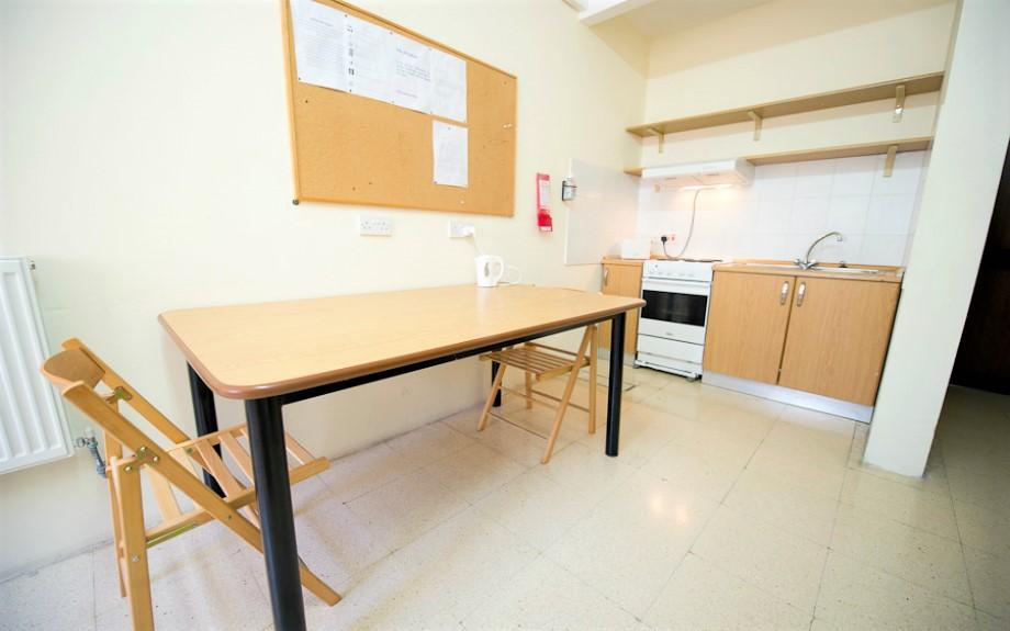 マルタ大学付属語学学校Malta University Language SchoolのPostgraduateアパートメント内キッチン