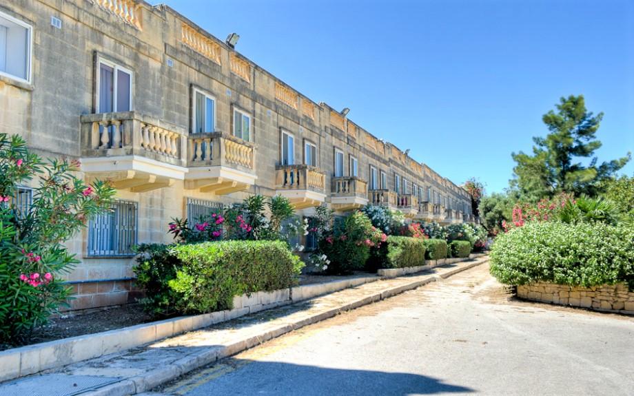 マルタ大学付属語学学校Malta University Language Schoolの裏庭
