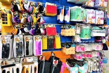 マルタ留学中に便利で使えるお店talliraの様子(ヘアアクセサリー類)