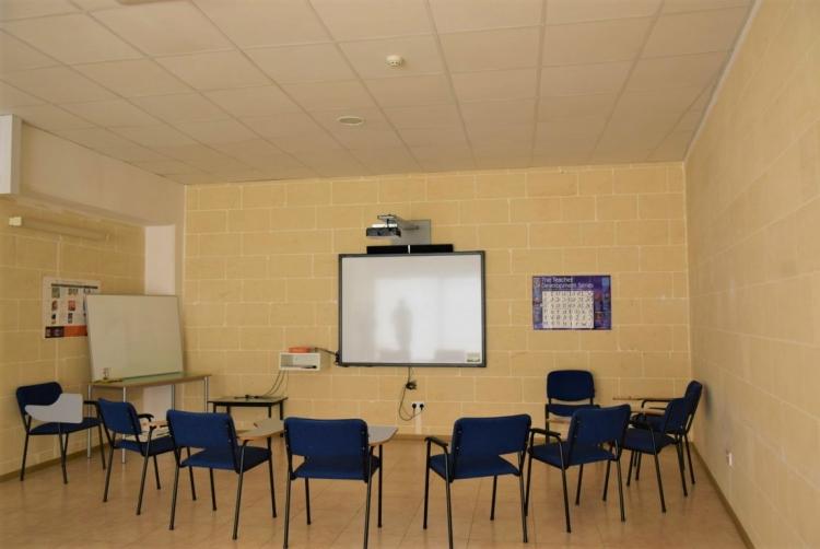 マルタ留学人気校IELSのGOZOキャンパス内教室