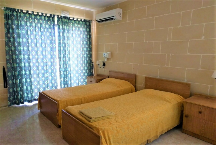 マルタ留学人気校IELSのGOZOキャンパス内学生用レジデンスベッドルーム