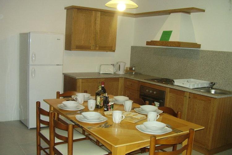 マルタ留学人気校linguatimeの学校アパートメント内シェアキッチン