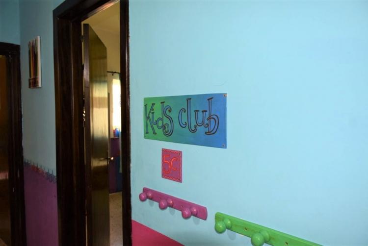 マルタ親子留学のパイオニアAlpha School of English内のKid's Clubの入り口