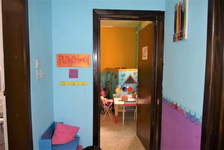 マルタ親子留学のパイオニアAlpha School of English内のPlay Schoolの入り口