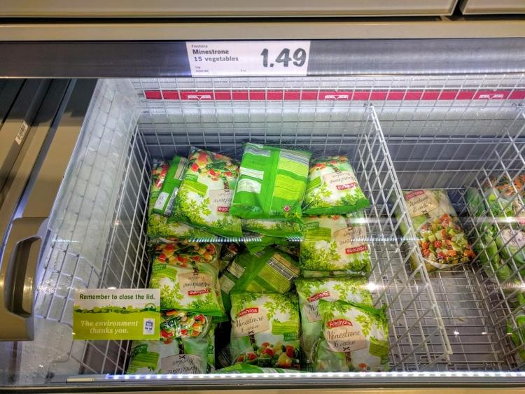 マルタ留学中にオススメの格安スーパーLidlで販売されていたミネストローネ用冷凍野菜