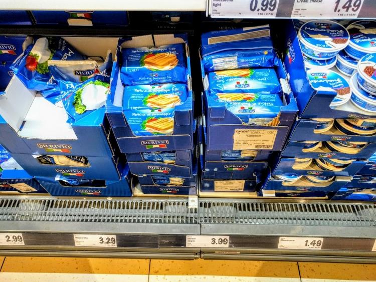 マルタ留学中にオススメの格安スーパーLidlで販売されていたチーズ