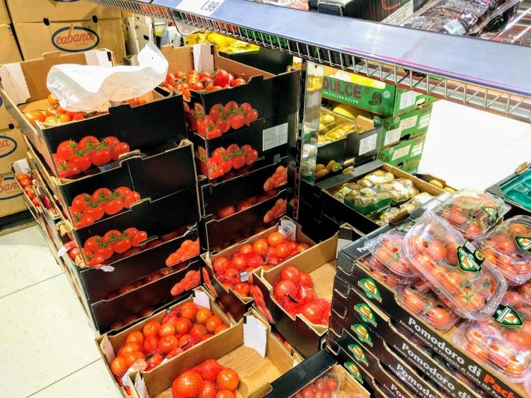 マルタ留学中にオススメの格安スーパーLidlで販売されていたトマト