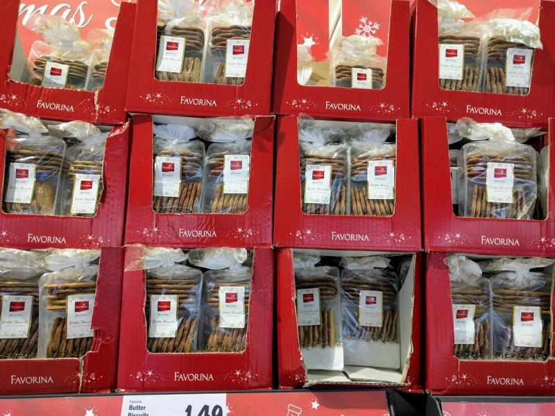 マルタ留学のクリスマス時期のスーパーマーケットで販売されているバタービスケット