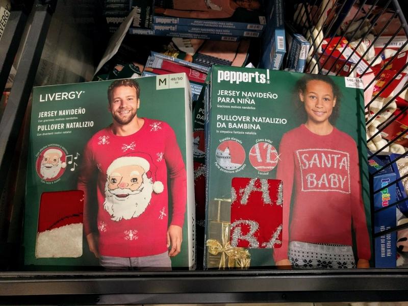 マルタ留学のクリスマス時期のスーパーマーケットで販売されているクリスマスセーター