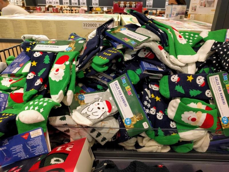マルタ留学のクリスマス時期のスーパーマーケットで販売されている男の子用クリスマス靴下