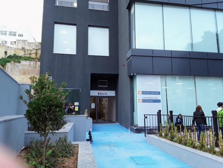 マルタ留学の新学生ビザ申請所入り口