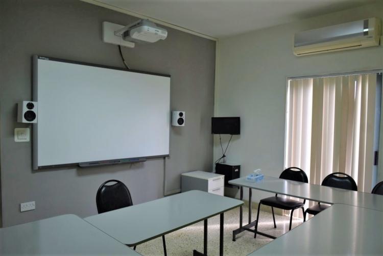 マルタ親子留学人気校GV Maltaの成人用クラスの教室