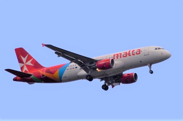 マルタ留学-Air Maltaの飛行機