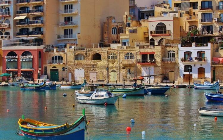 マルタ親子留学中に通った語学学校があるSt Julian'sの風景